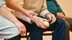 O crescimento da população idosa impõe desafios e oportunidades para o mercado.